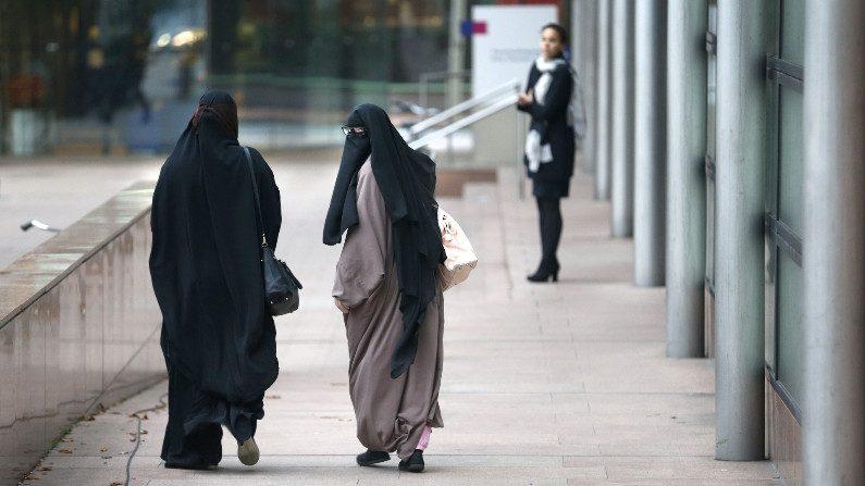 Proibição do uso da burca entra em vigor na Holanda rodeada de polêmica
