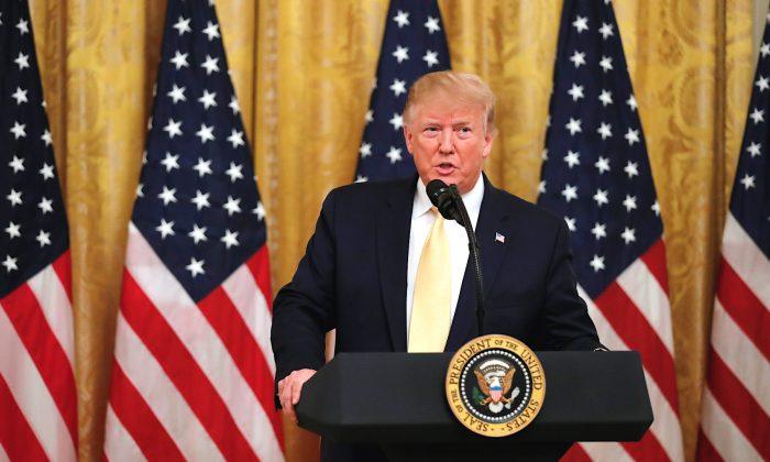Trump critica censura de criadores de conteúdo conservadores no Social Media Summit