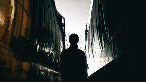 Vítimas silenciosas: um mundo oculto onde meninos são traficados