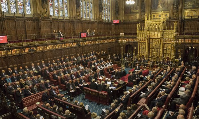 Diante da aproximação do Brexit, Parlamento britânico se prepara para confrontar primeiro-ministro