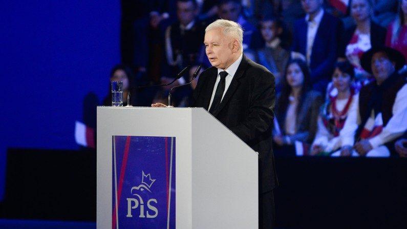 """""""Polônia deve resistir ao 'teatro viajante' das marchas do orgulho gay"""", diz partido governista do país"""