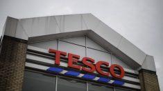 Supermercado suspende produtos da China após encontrar mensagem de ajuda em cartão de Natal