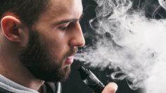 Exames aterrorizantes revelam pulmões de adolescente entupidos 'como graxa de bacon endurecida' de cigarros eletrônicos com sabor