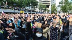 Polícia de Hong Kong dispara gás lacrimogêneo para dispersar milhares de pessoas pedindo sanções internacionais a funcionários chineses