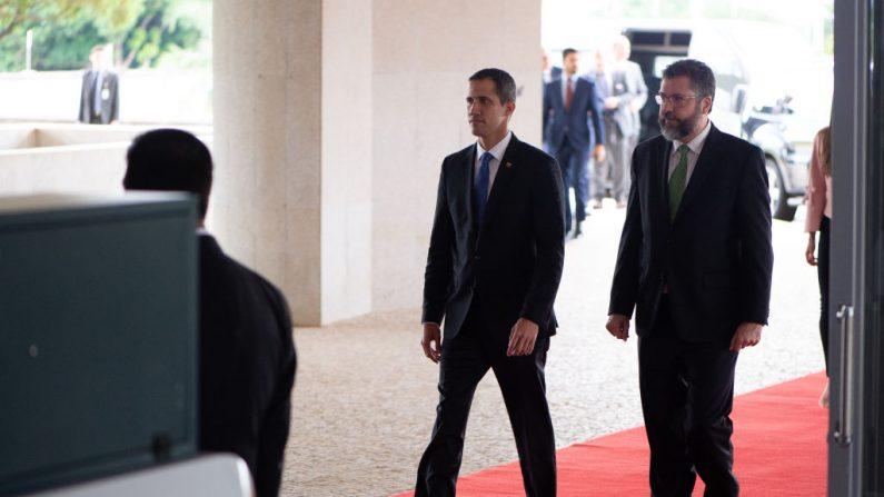 Ernesto Araújo se reúne com Juan Guaidó para discutir combate ao terrorismo e situação da Venezuela