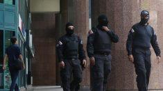 Agentes do regime de Maduro continuam a bloquear acesso a escritório de Guaidó