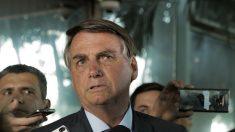 Bolsonaro discute revogar norma que proíbe venda direta de combustível