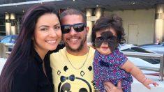 Bebê com a marca de nascença do 'Batman' chamada de 'monstro' por trolls on-line, viaja para a Rússia para cirurgia