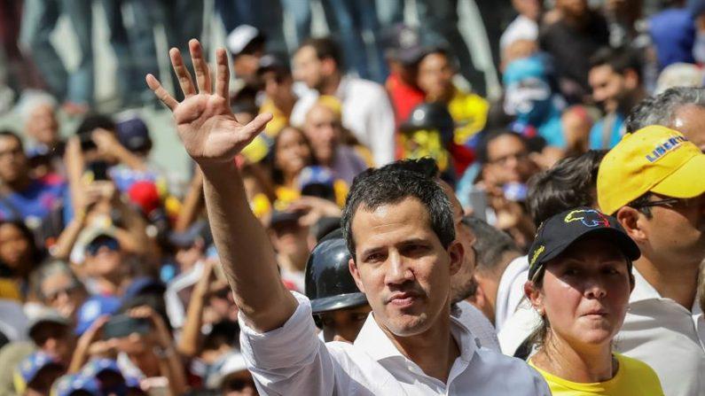Guaidó promete a venezuelanos que os verá em breve nas ruas do país