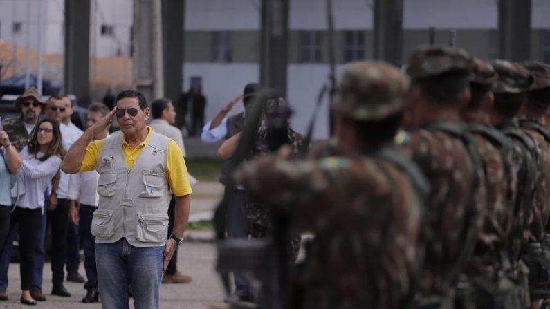 Mourão visita abrigos de venezuelanos em Roraima