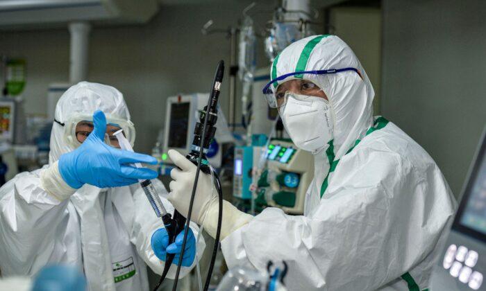 China realiza primeiro transplante de pulmão em paciente com coronavírus, levantando preocupações sobre a origem dos órgãos