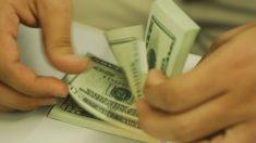 Bolsa sobe 7,1%, e dólar cai para R$ 4,64 em dia de recuperação