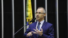 Chefe da AGU, André Luiz Mendonça já 'dormiu' ministro da Justiça