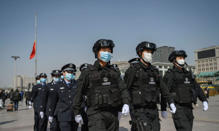Cidadãos chineses ficam indignados com luto público das autoridades de Pequim em homenagem às vítimas do vírus