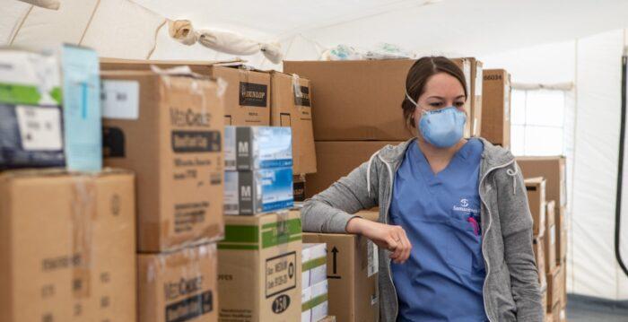 EUA superam China em contribuições a organismos internacionais que respondem à pandemia, enquanto Pequim promove esforços de alívio