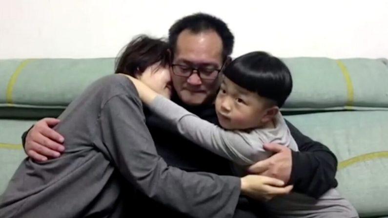 'Parece um sonho': comovente reunião do advogado chinês de direitos humanos libertado com sua família