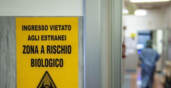 Funcionários de saúde da Itália preparam protesto contra falta de proteção