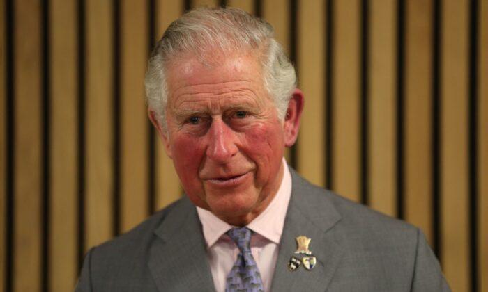 Príncipe Charles sai da auto-quarentena após uma semana