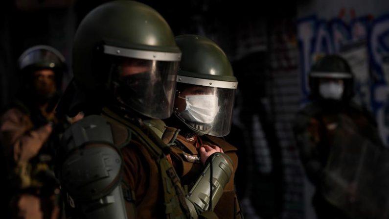 Dois policiais que dispararam contra manifestantes no Chile são presos