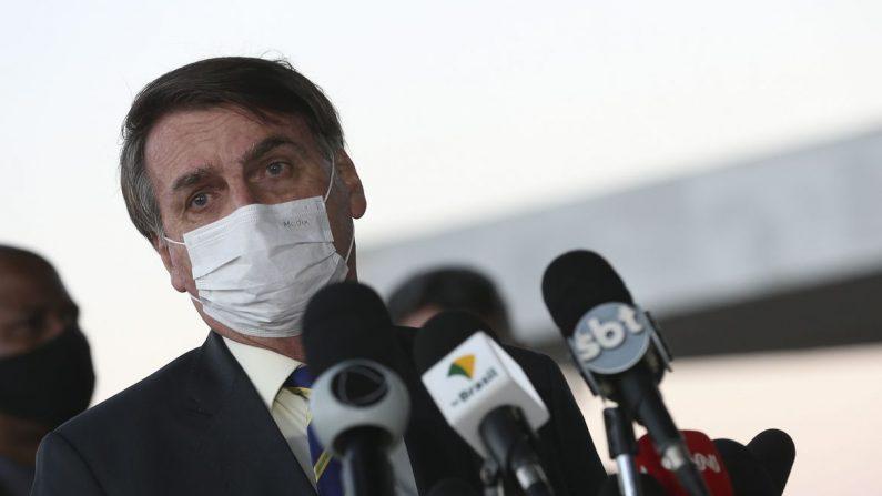 Bolsonaro pede a apoiadores que não saiam às ruas em dia de protesto contra governo