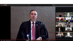 Em sessão cerimônia virtual, Barroso toma posse como presidente do TSE