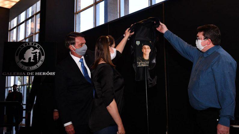Bolsonaro inaugura Galeria de Heróis do Programa Vigia