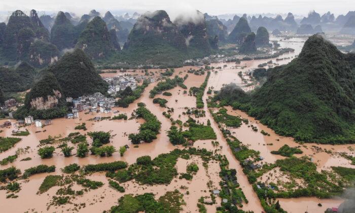 Fortes chuvas e inundações submergem regiões na China