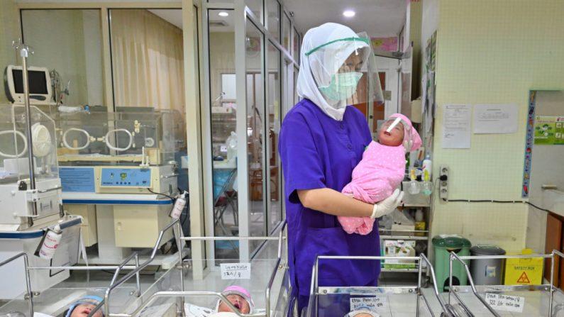 Bebê nasce com COVID-19 após família fazer chá de bebê clandestino no meio da pandemia