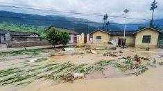 Inundações na China pioram com as águas lançadas da barragem Três Gargantas deixando cidades submersas