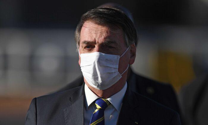 Salles e Pazuello ficam no governo, diz Jair Bolsonaro em live
