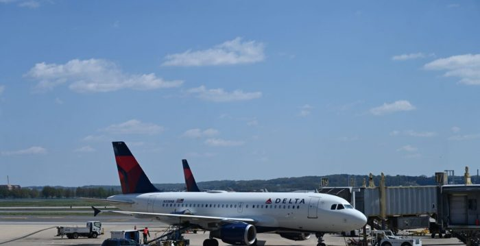 EUA suspendem entrada de companhias aéreas chinesas no país
