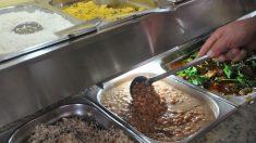 Bolsonaro sanciona lei que permite doação de refeições não vendidas