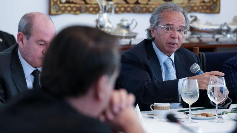 Governo vai criar programa de renda mínima após a pandemia, diz Guedes