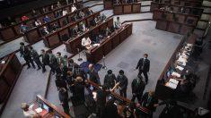 Hong Kong aprova polêmica