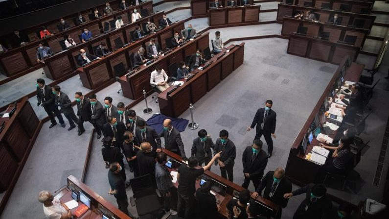 "Hong Kong aprova polêmica ""lei do hino nacional"" chinês"