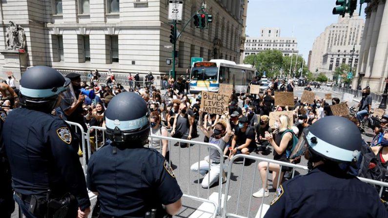 Autoridades de Nova Iorque enaltecem manifestantes pacíficos e apoiam polícia