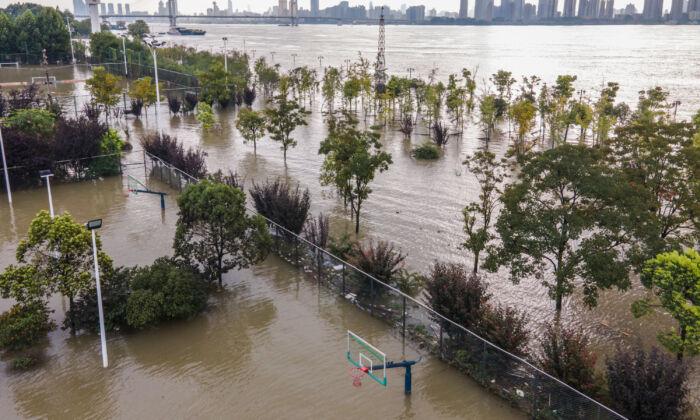 Pico da inundação desce rio Yangtze à medida que água atinge níveis perigosos