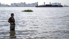 China: deslizamento de terra soterra nove pessoas e país sofre as piores inundações em anos