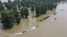 Milhares estão presos enquanto autoridades chinesas descarregam águas pluviais em aldeias submergindo-as