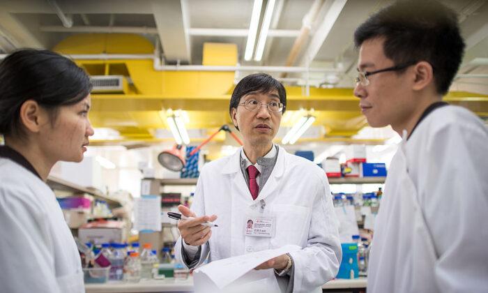 Regime chinês destruiu evidências de surto inicial de vírus, afirma cientista de Hong Kong