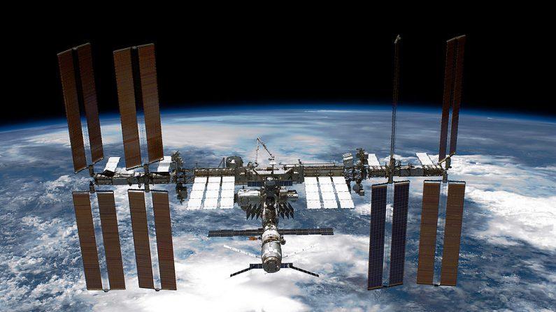 Estação Espacial faz manobra não planejada para evitar bater em lixo espacial