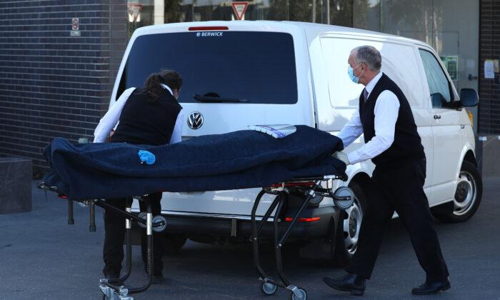 Homem de 20 anos morre de COVID-19 na Austrália enquanto cresce preocupação com casos misteriosos
