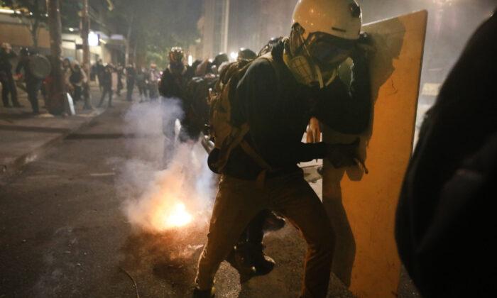 Barr diz que a Antifa é um 'grupo revolucionário' que quer estabelecer o socialismo