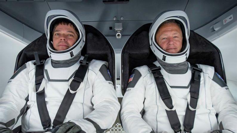 Astronautas da NASA retornam à Terra a bordo da cápsula Space X