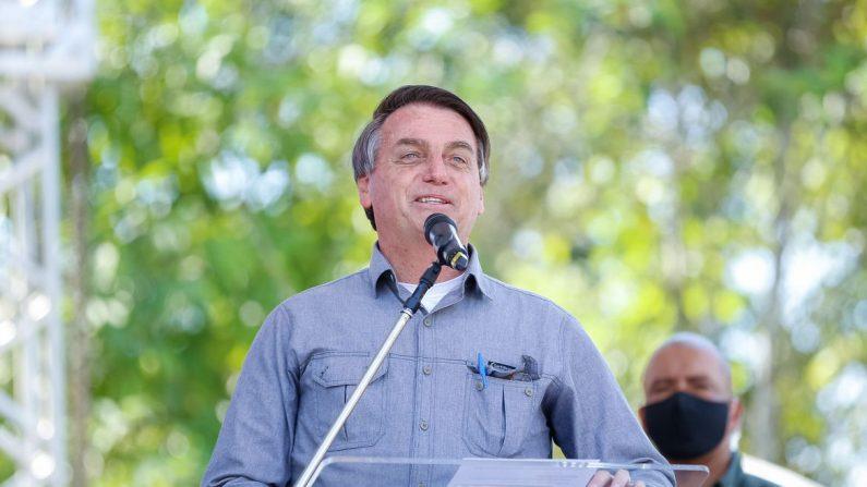Bolsonaro pede que eleitores escolham candidatos 'com Deus no coração'