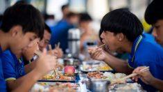 Professora chinesa é condenada à morte por envenenar mingau de 25 crianças com nitrito