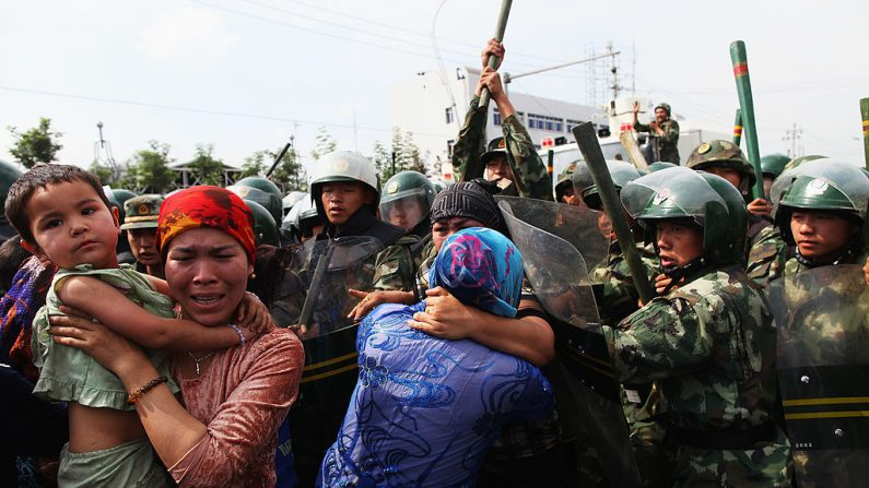 Tribunal independente do Reino Unido investiga alegações de genocídio de uigures na China