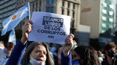 Milhares de argentinos vão às ruas protestar contra duras medidas do presidente Alberto Fernández