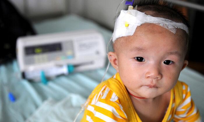 Crianças continuam a ter problemas de saúde após escândalo do leite contaminado há uma década