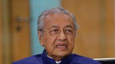 """Ex-primeiro-ministro da Malásia diz que muçulmanos """"têm o direito de matar franceses"""""""